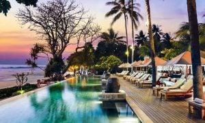 Kerennya GAWAT! Wajib Cobain Infinity Pool di 5 Resort & Villa Dekat Senggigi Beach Ini!