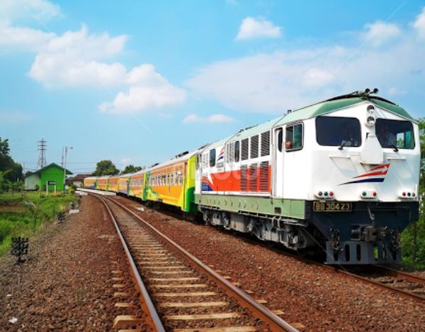 Suka Jalan-Jalan Pakai Kereta Api? Intip 5 Stasiun Kece Di Pulau Jawa Ini!